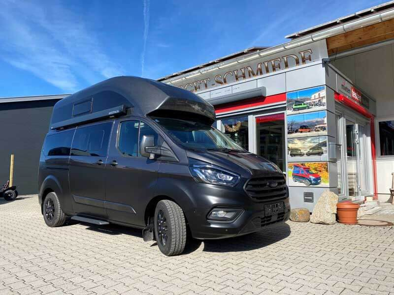 Ford Custom Nugget Plus Hochdach - in elegantem Schwarz
